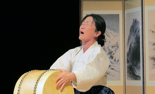 Prof. Chan E. Park  Singing Traditional Pan'sori.  Copyright ©2014 Ruth Lor Malloy.