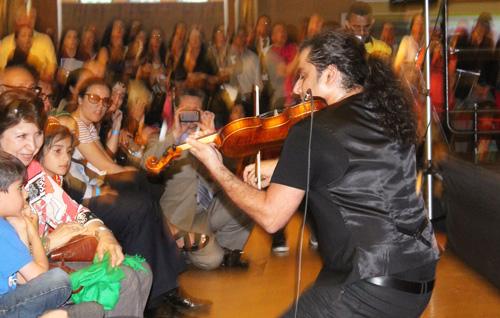 Arya Saaber, violinist. Copyright ©2014 Ruth Lor Malloy