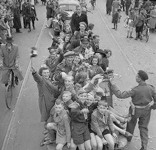 Liberation of Utrecht by units of the 1st Canadian Corps.  Credit: Alexander M. Stirton/Canada. Dept. of National Defence/Library and Archives Canada/PA-140417